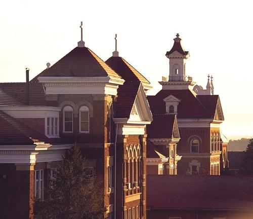 View of Sacred Heart Hall at  Siena Heights University (U.S. News & World Report)